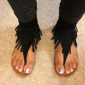 Kill it fringe sandals.